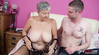 Sex-crazed mature lady got her pussy beaten and fucked by horny and convenient lover
