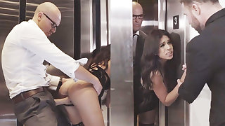 Sneaky GF cheating near will not hear of big-dicked Mr Big brass in an elevator