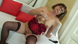 Mature dilettante granny Jana strips and gets fucked by a chubby cock