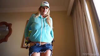 Kelly Madison takes off her shirt before pin-headed on a gumshoe